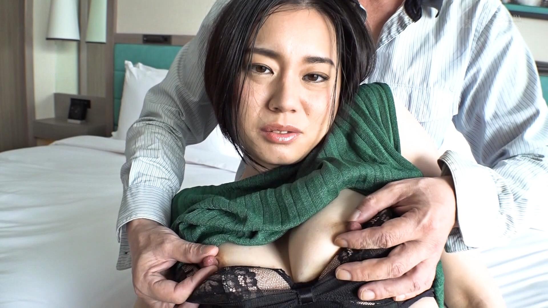 南アルプスの湧き水よりも澄み切った120%天然素材の美人妻 平井栞奈 34歳 第2章 強制淫語&言葉責め 「あなたごめんなさい。初めて会った男性に調教されます」のサンプル動画