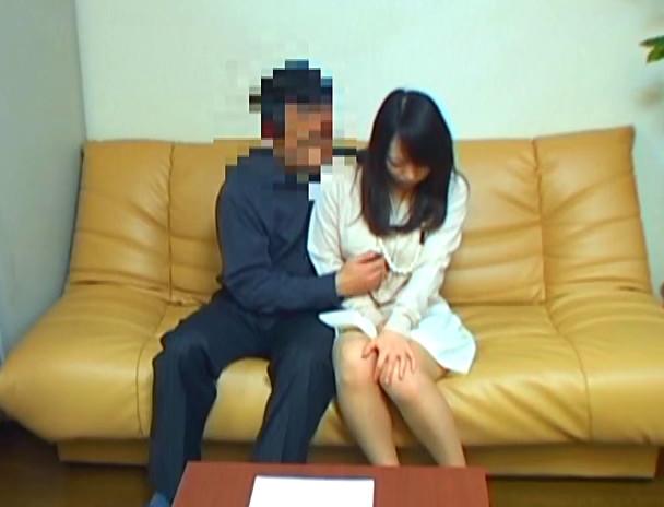 これが日本のお受験戦争!!我が子を有名大学に入学させたい母親と先生のSEX肉体交渉が続出 本当にあった裏口入学!!「先生、ウチの子お願いします・・・。」その時旦那は、自ら妻が寝取られる事を容認してた!?