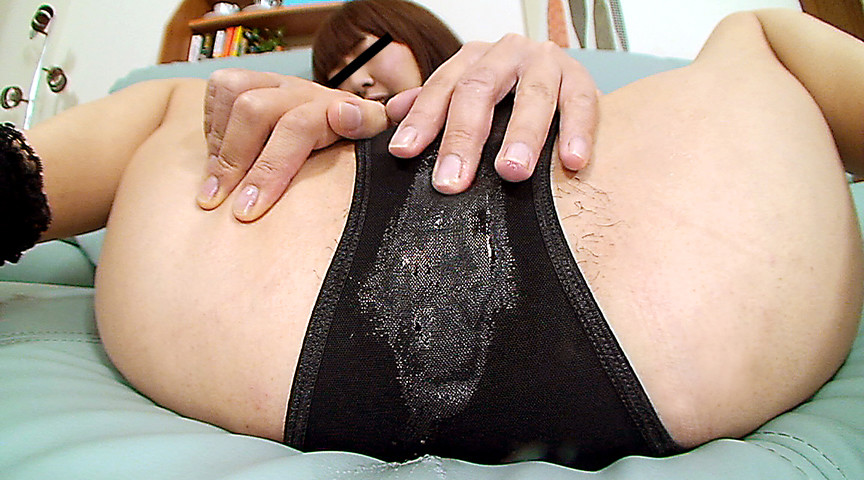 濡れ過ぎる素人娘たちのマン汁しみつきパンティー 画像13
