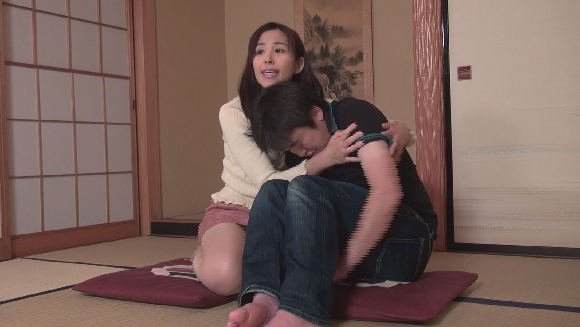 """母子家庭悲話*リアル母子相姦AV """"愛する一人息子が作った借金を返す為、息子と母子姦通中出しする母親たち"""" 第5幕 画像1"""