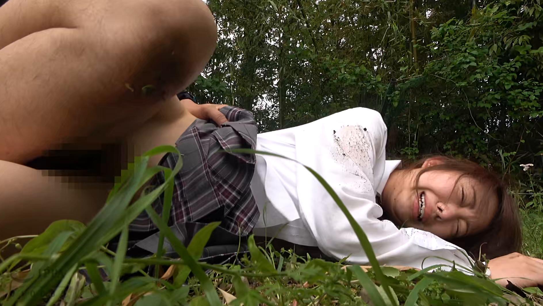 帰宅途中の女子〇生を狙った尾行鬼畜野外レイプ映像 画像12