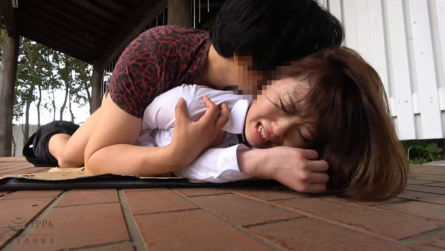 帰宅途中の女子〇生を狙った尾行鬼畜野外レイプ映像 画像19