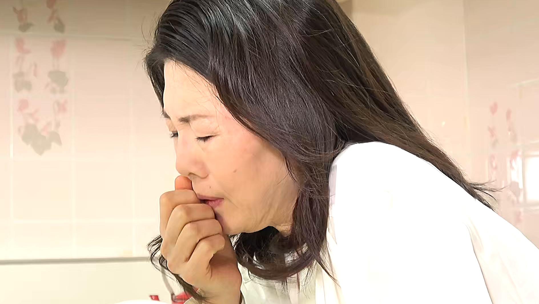 熟妻 夫の誘いは拒絶するのに夫の上司には股を開く五十路妻 息子のイジメ問題で生活指導の先生は母親を脅し中出し! 画像6