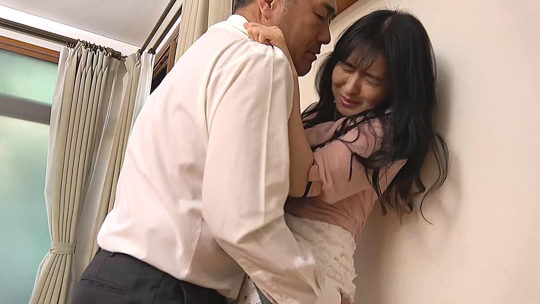 熟妻 夫の上司に体を弄ばれた清純妻 パソコンサービスの男に恥部をしつこく舐められた五十路妻 画像3