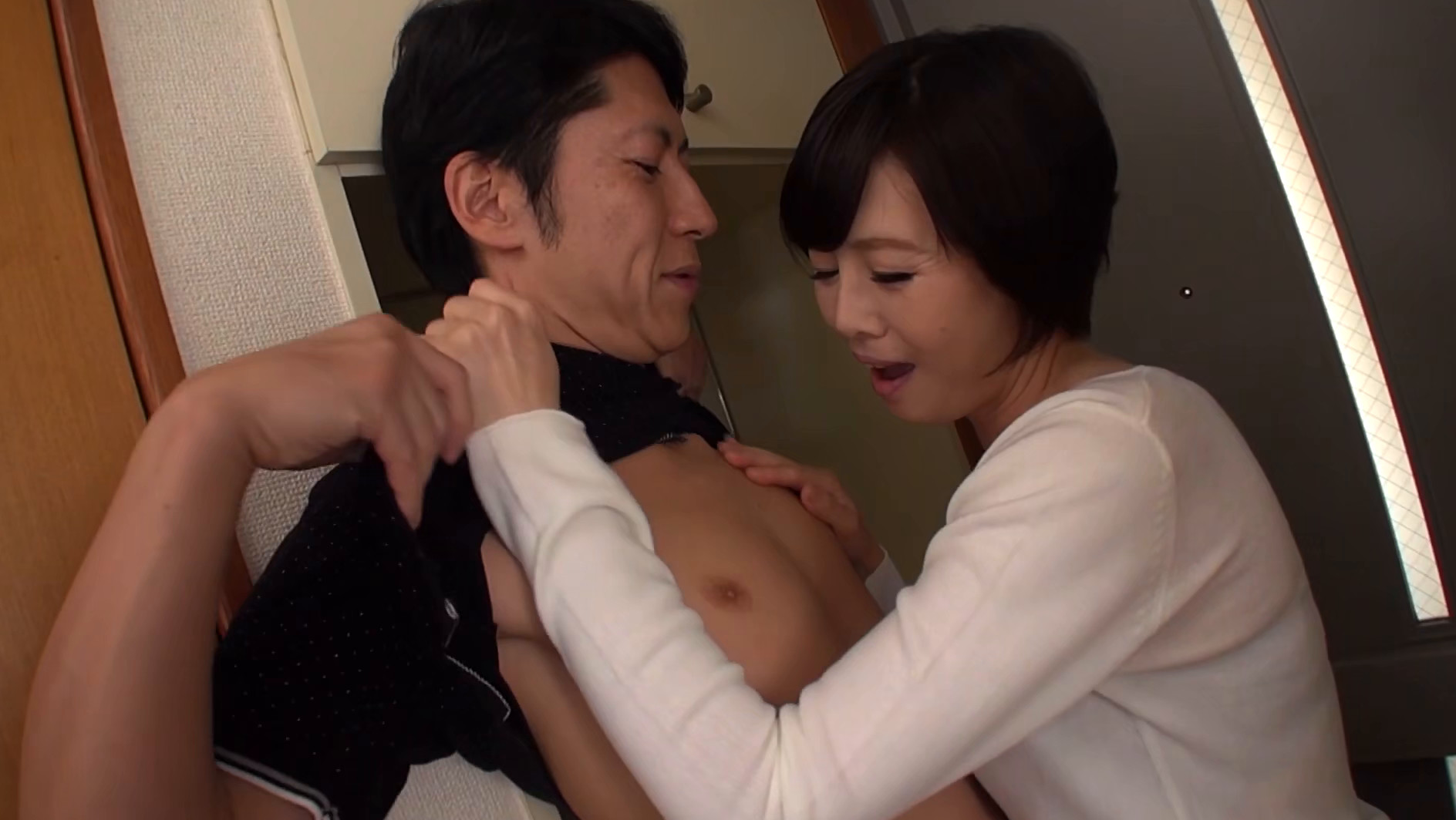 竹内梨恵【玄関先から始まる不倫SEX】