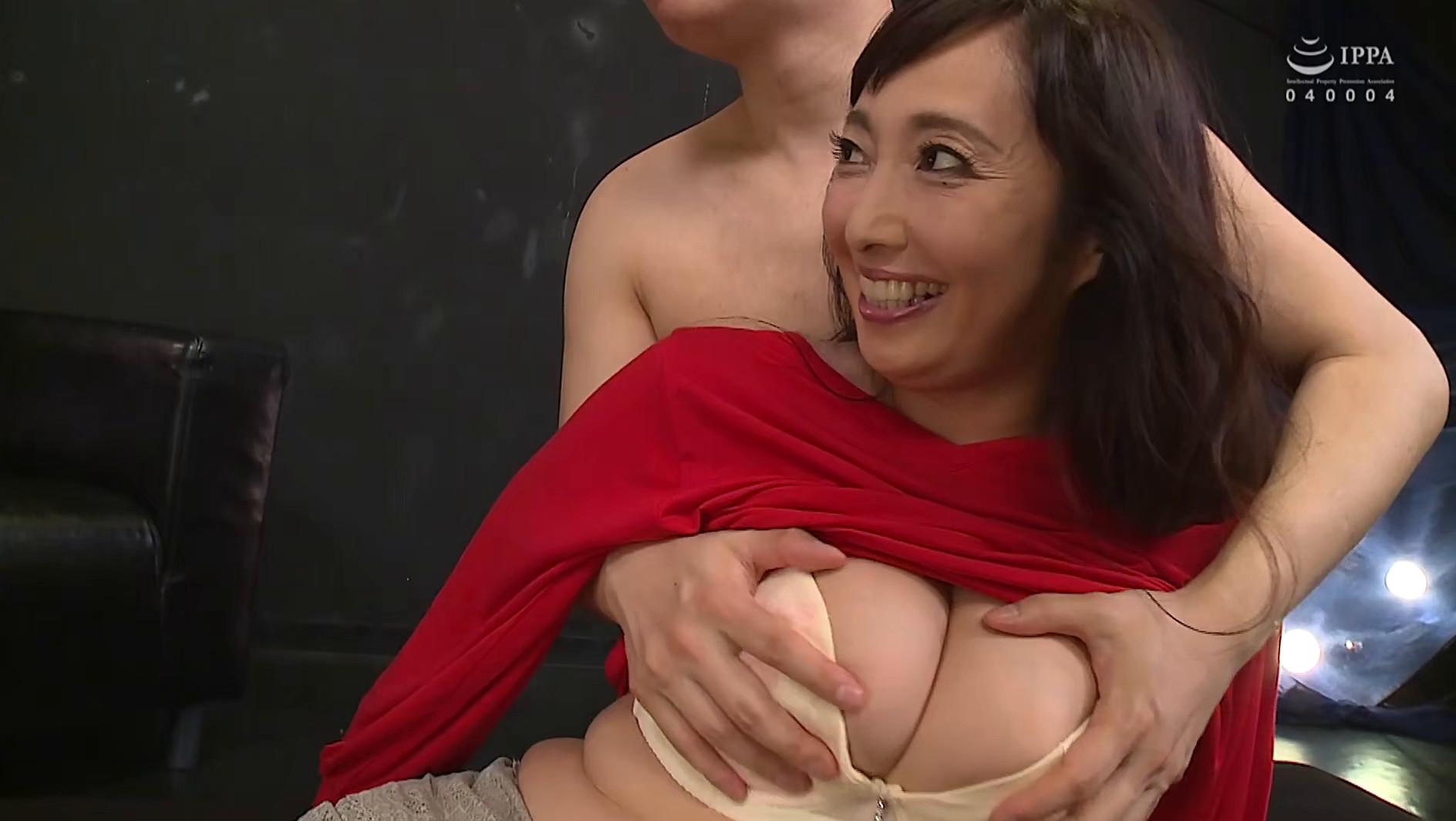 音羽文子【若い男とSEXをするためにAV出演した好奇心旺盛熟女】