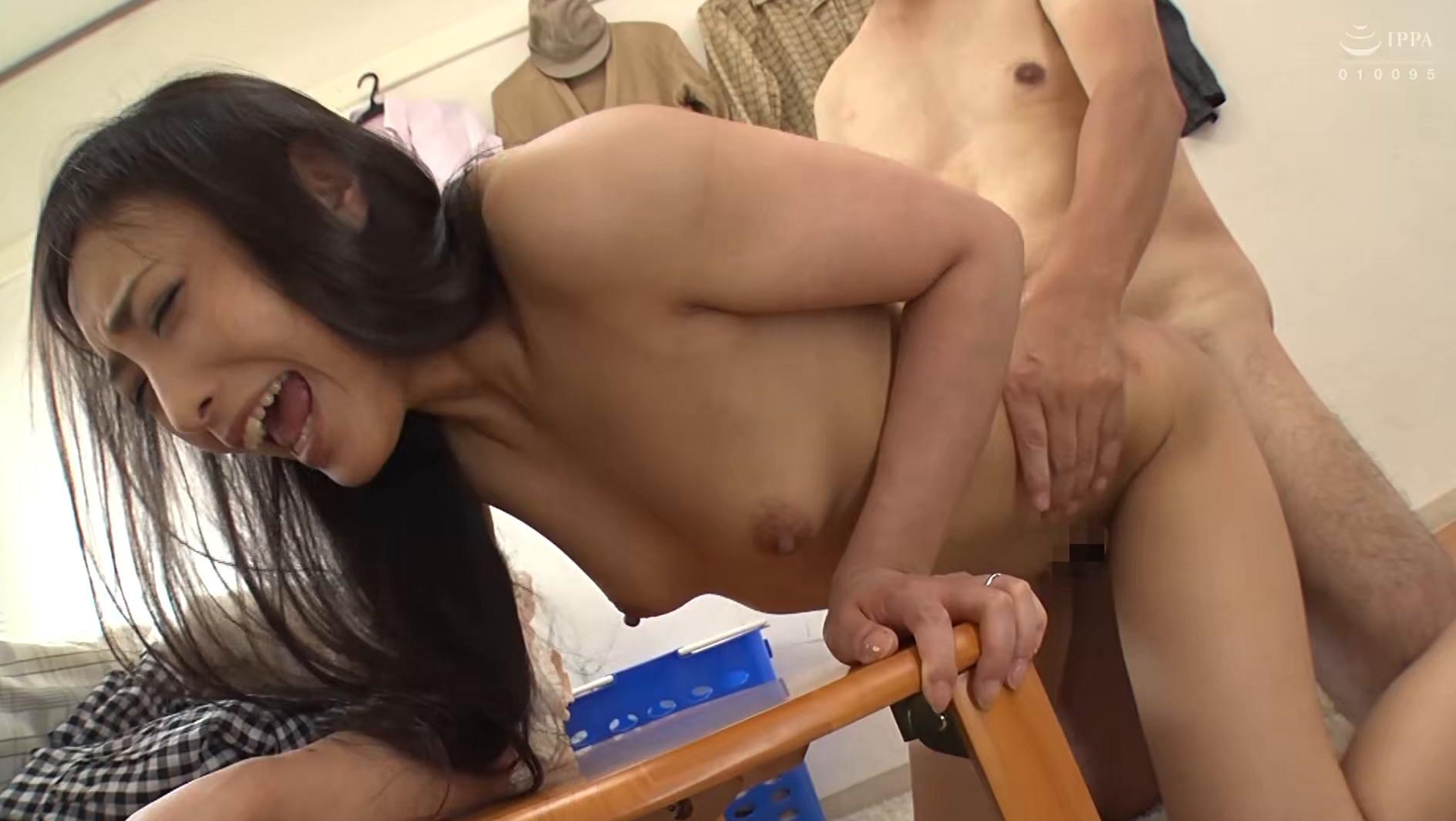 黒髪(ぬばたま)の人妻