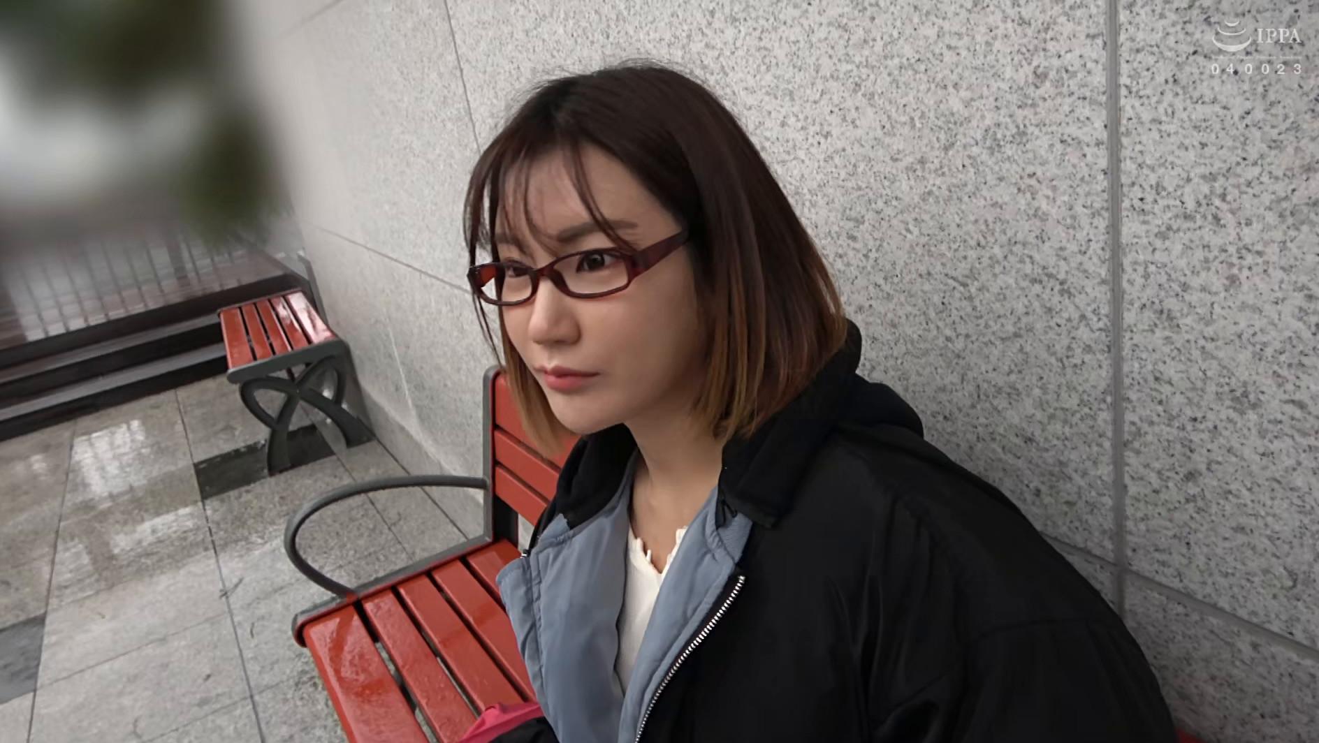 韓国で見つけた彼女。不思議系で地味な彼女は、執拗な責めと羞恥プレイでアクメ顔を晒しながらチ●ポをしゃぶる!アイドル級のビジュアルとスタイル抜群のカラダをハメ倒す! アラン&ヨルン 画像1
