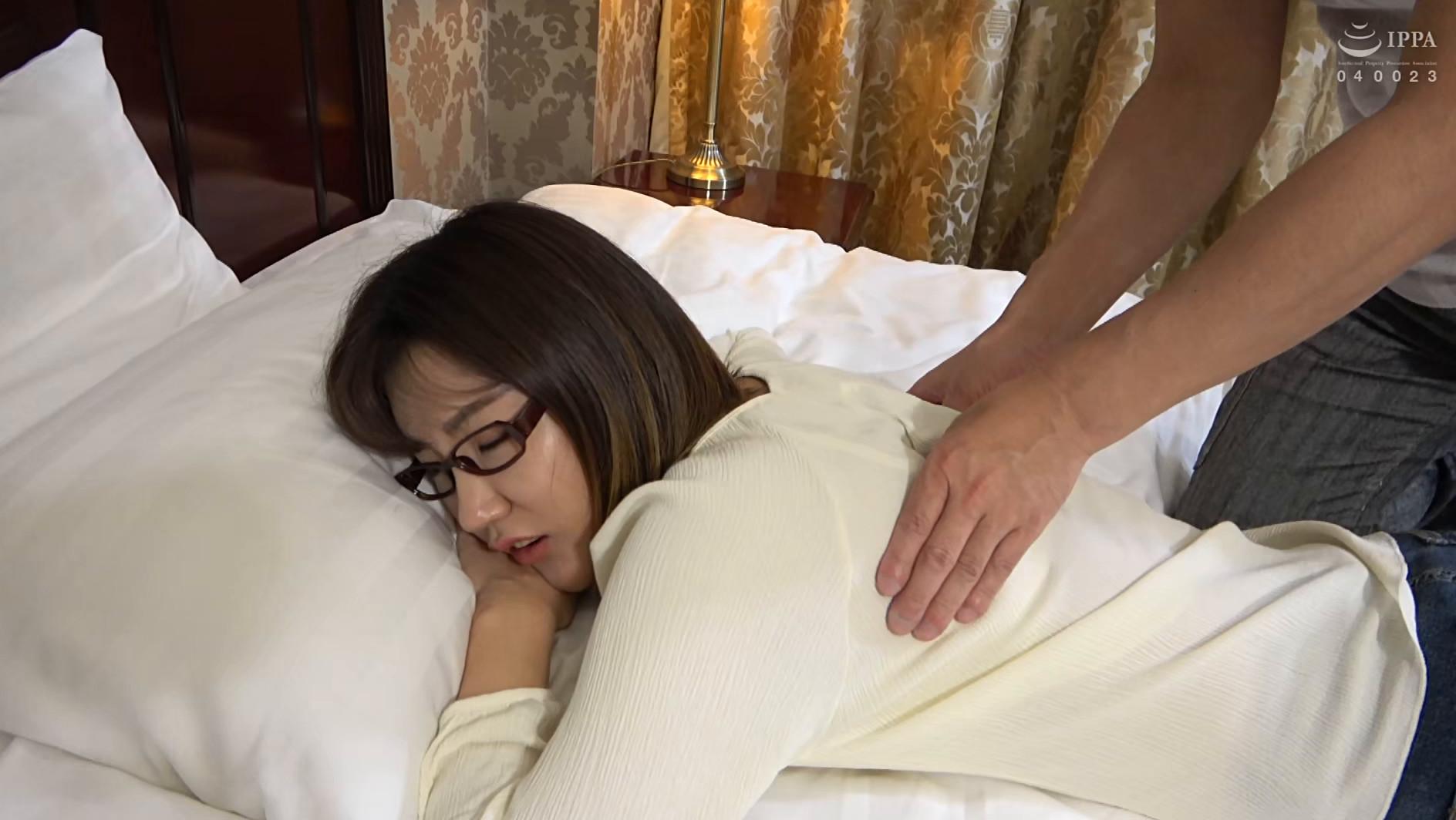韓国で見つけた彼女。不思議系で地味な彼女は、執拗な責めと羞恥プレイでアクメ顔を晒しながらチ●ポをしゃぶる!アイドル級のビジュアルとスタイル抜群のカラダをハメ倒す! アラン&ヨルン 画像2