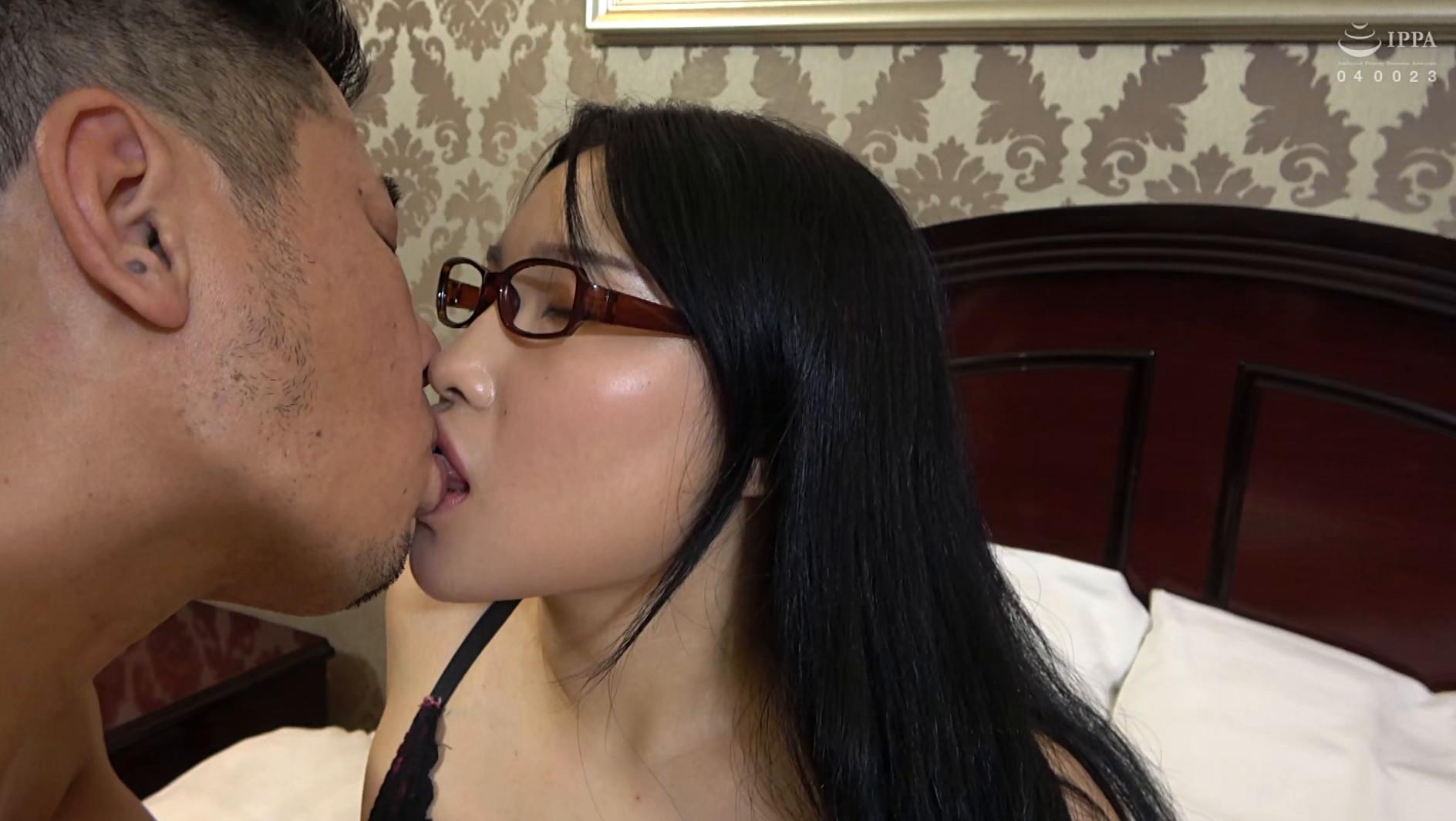 韓国で見つけた彼女。不思議系で地味な彼女は、執拗な責めと羞恥プレイでアクメ顔を晒しながらチ●ポをしゃぶる!アイドル級のビジュアルとスタイル抜群のカラダをハメ倒す! アラン&ヨルン 画像17