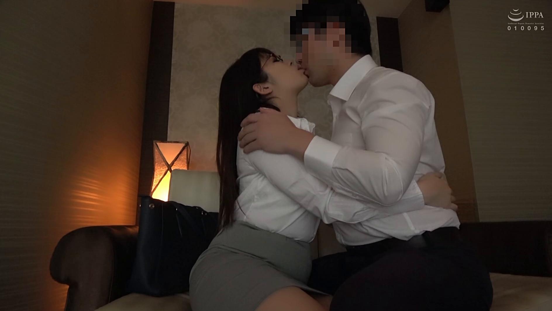 シャツと白い巨乳 2 着衣SEXとチラリズム 全編撮りおろし 究極パイズリ、濡れ透けローションプレイ、着衣入浴SEX 画像17