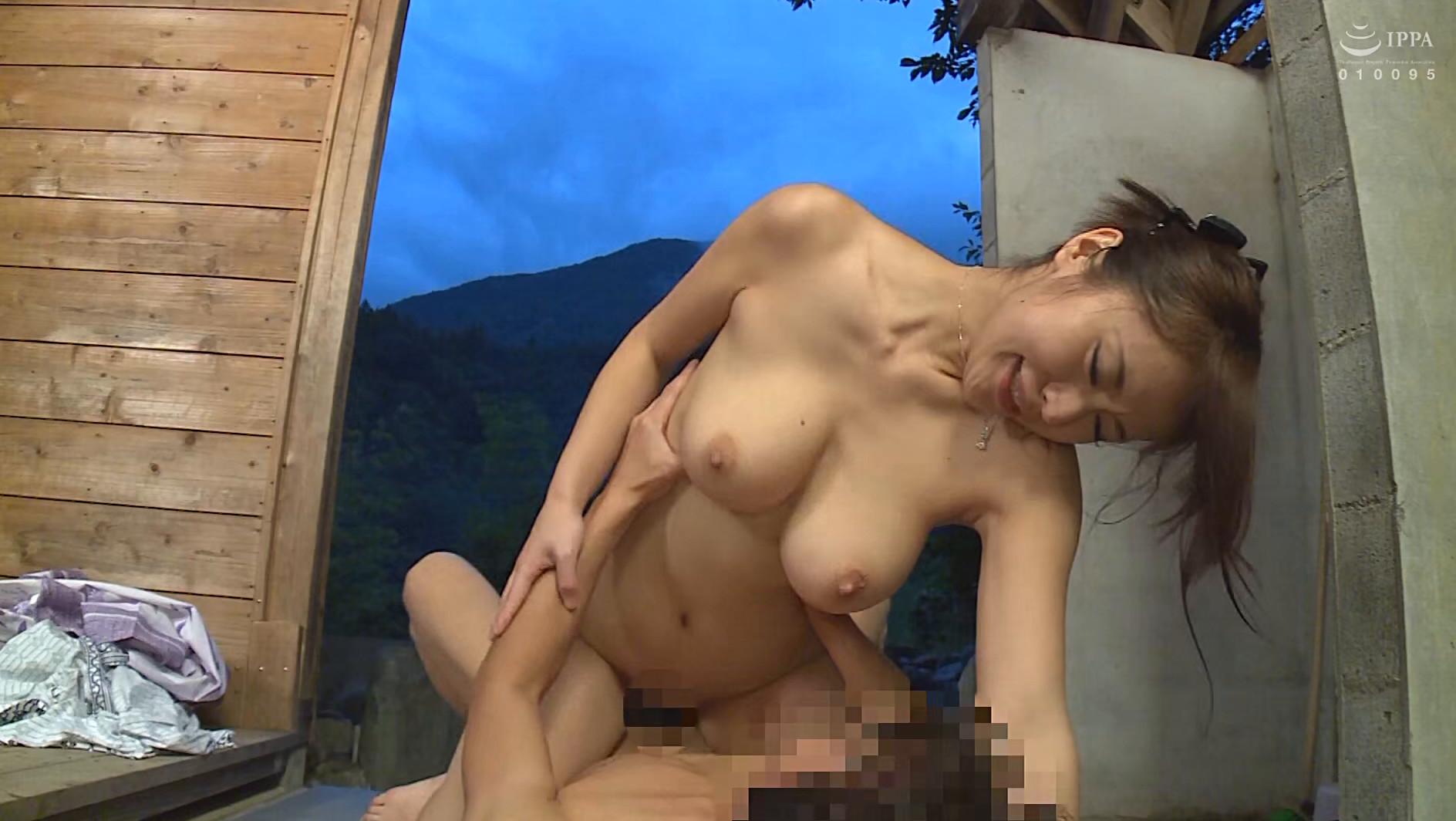 卑猥映像 絶対ヌケル!!えげつない人妻たちの濃厚変態SEX 20人4時間