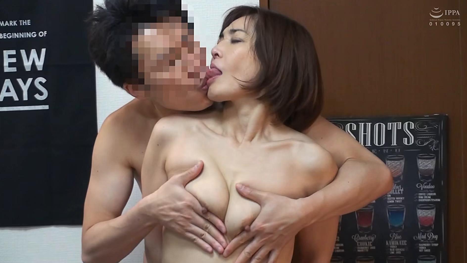 本気になるおばさん。久しぶりの本気SEXに溺れた嶋崎かすみさん(48歳)の場合 画像10