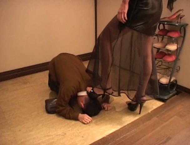 180cm長身女王様と小人奴隷 踏壊の眩暈 Mistress イヴ女王様 画像2