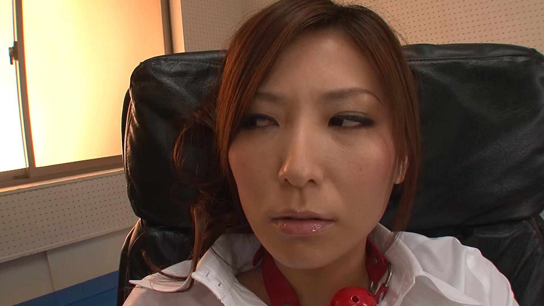 そんな弱っちい目で見ないでくださいよぉ・・・いつもは怖~い椎名先生(笑) 椎名ゆな 画像2
