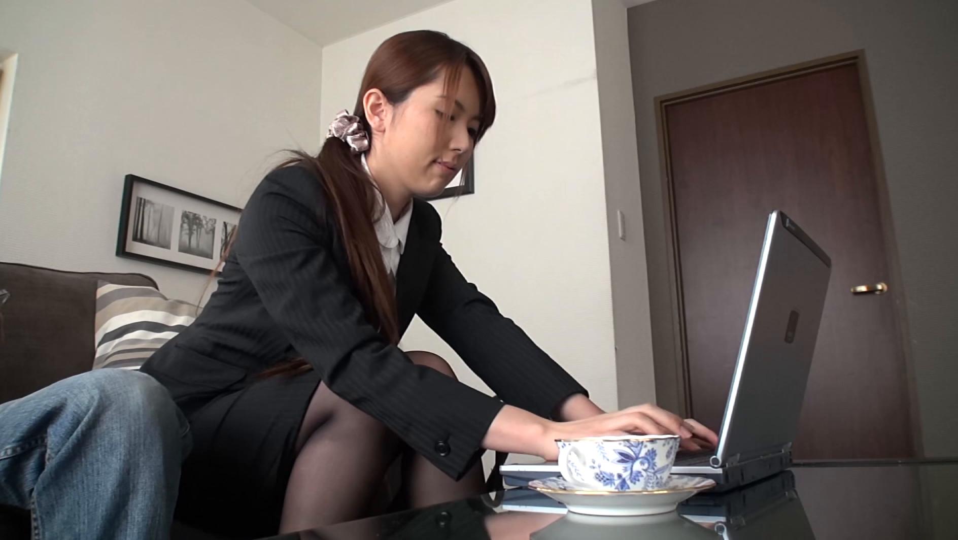 ガマンを知らない欲ボケ秘書が昼間っから仕掛けてくるセッカチな汗だくSEX 波多野結衣,のサンプル画像1