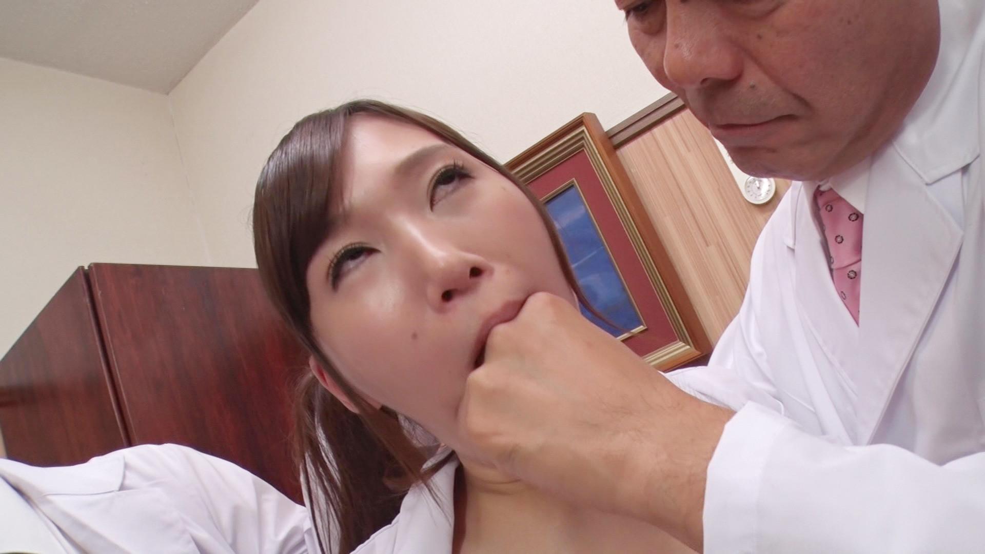 女性の喉奥には性感帯があり、そこを開発された女性はオーガズムを求める淫らな牝女に成り下がるのです・・・。 画像2