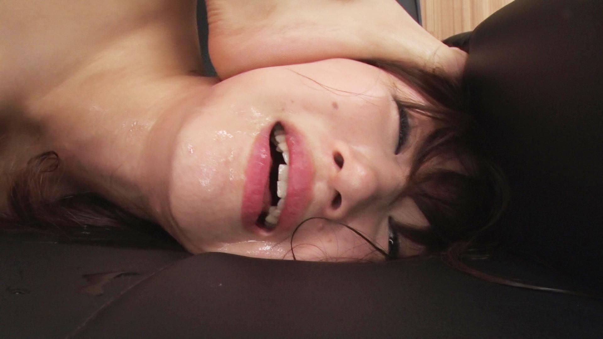 女性の喉奥には性感帯があり、そこを開発された女性はオーガズムを求める淫らな牝女に成り下がるのです・・・。 画像8
