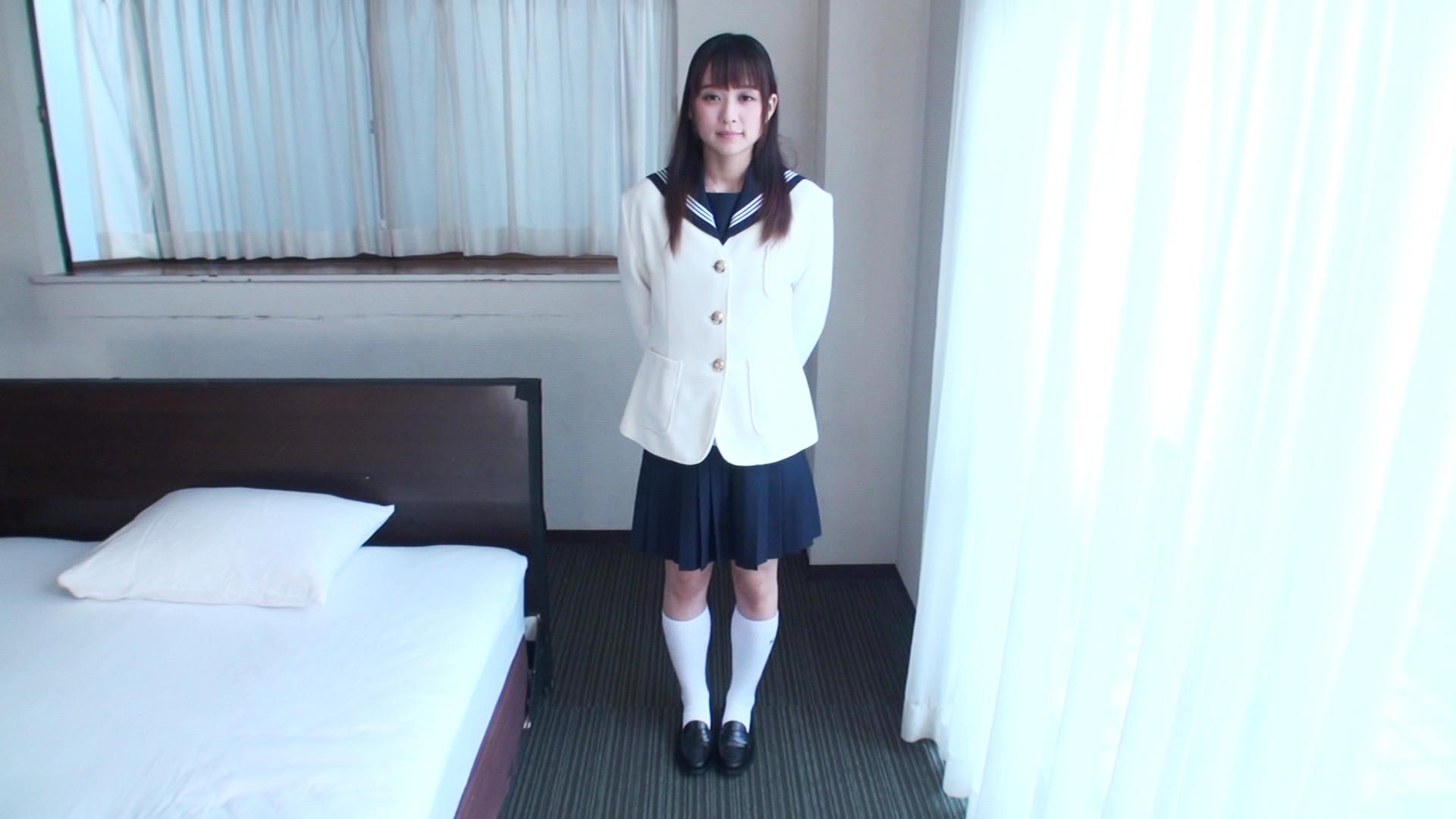 大きな瞳が魅力的な制服姿の美少女をホテルに招いて犯ラセテもらいましたぁ!! 画像1