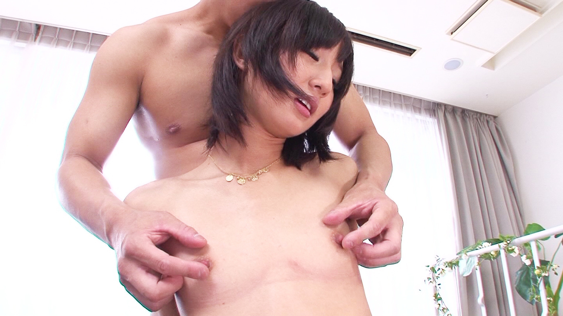 小柄で微乳な女の子をマッチョな男と絡ませて小さな膣穴に大きな肉棒たべさせましたぁ~!!