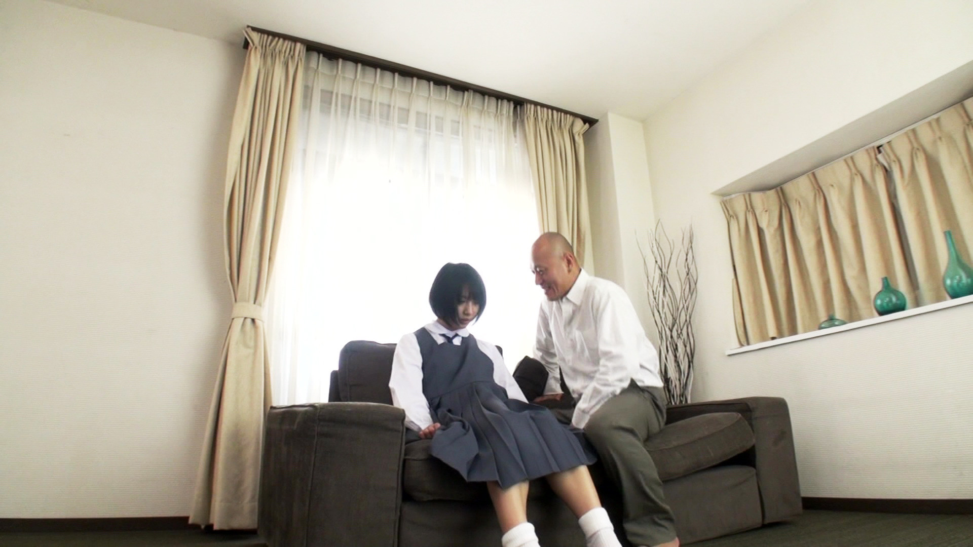 美少女の幼いカラダはオヤジに性戯を仕込まれて大人のカラダにさせられるのです・・・。