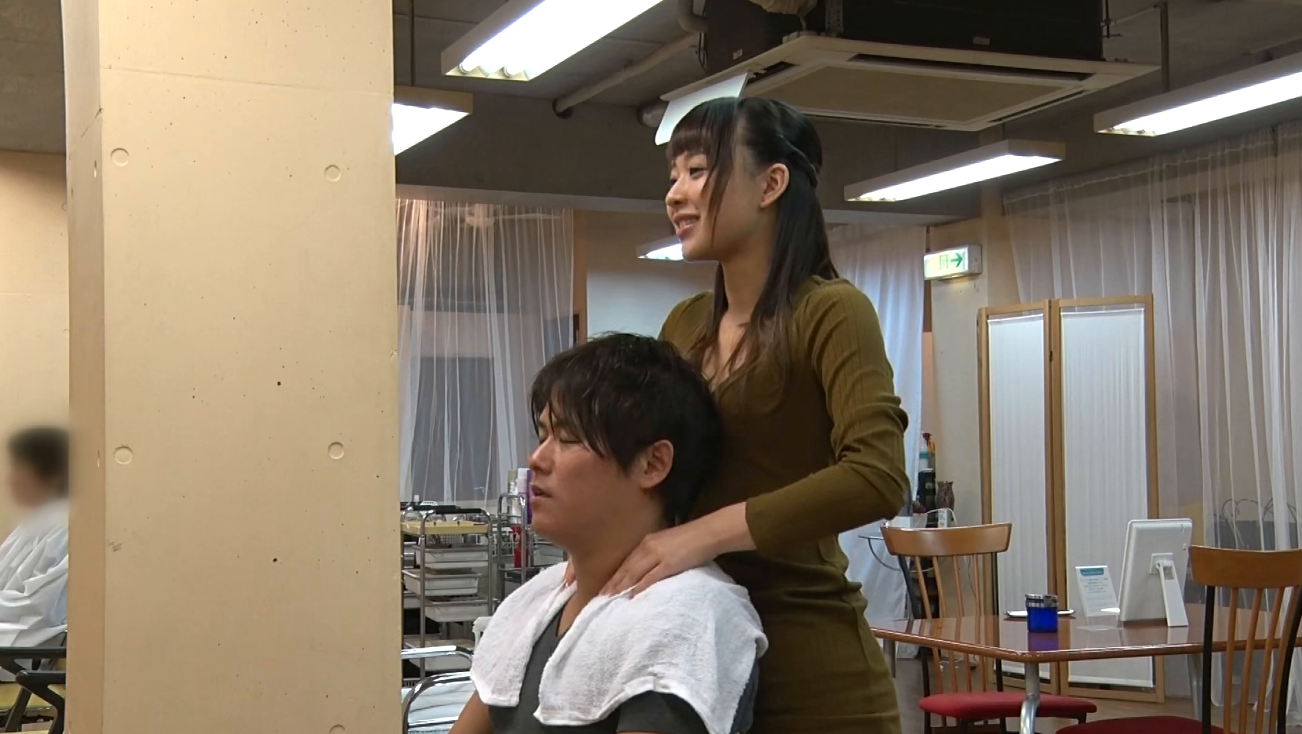 ヘアサロンのお姉さんは積極的に誘惑してくるサセ子さんでしたぁ~!
