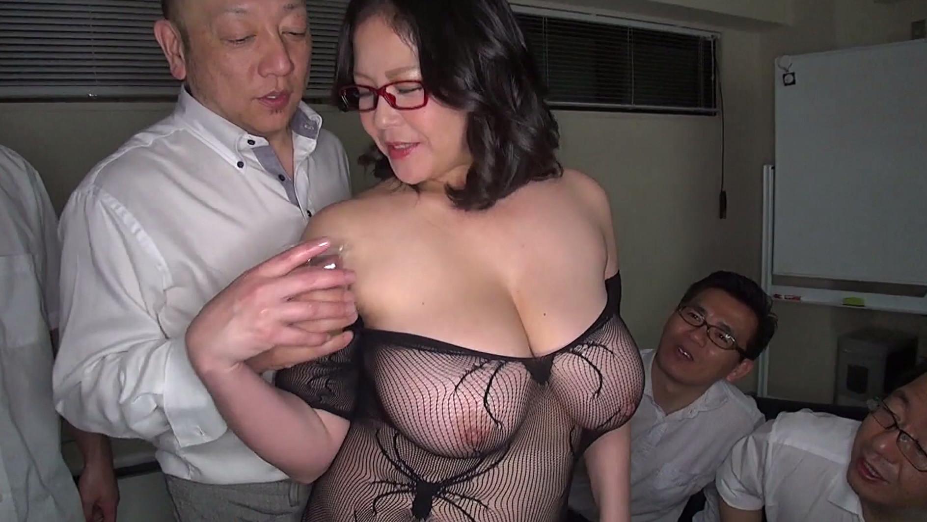 豊満メガネ女社長