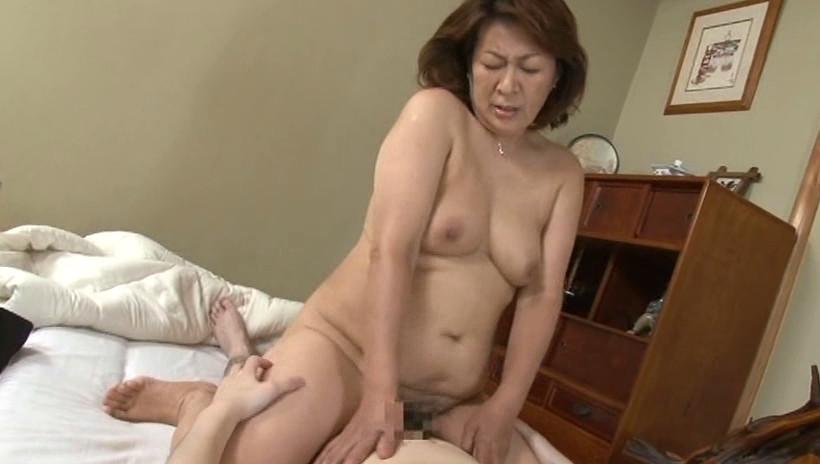 中出し近親相姦 息子を慰める母の愛情 福田信子 画像13