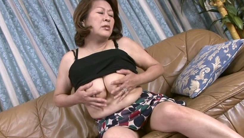 中出し近親相姦 息子を慰める母の愛情 福田信子 画像17
