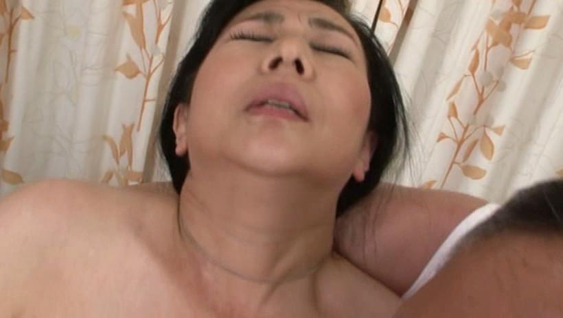 近親相姦 五十路母の背中 三井彩乃 五十四歳 画像4