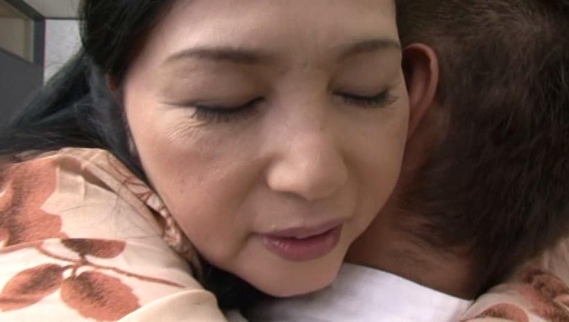 近親相姦 息子を犯す五十路の痴女母 吉田涼子 五十四歳 画像10