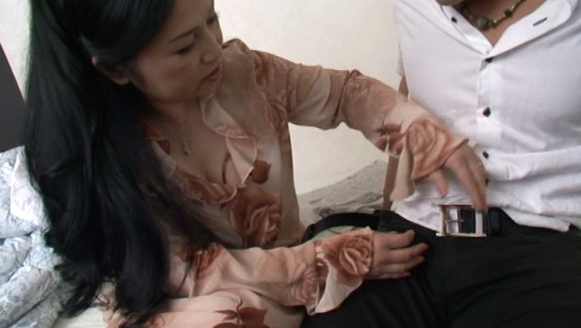 近親相姦 息子を犯す五十路の痴女母 吉田涼子 五十四歳 画像11