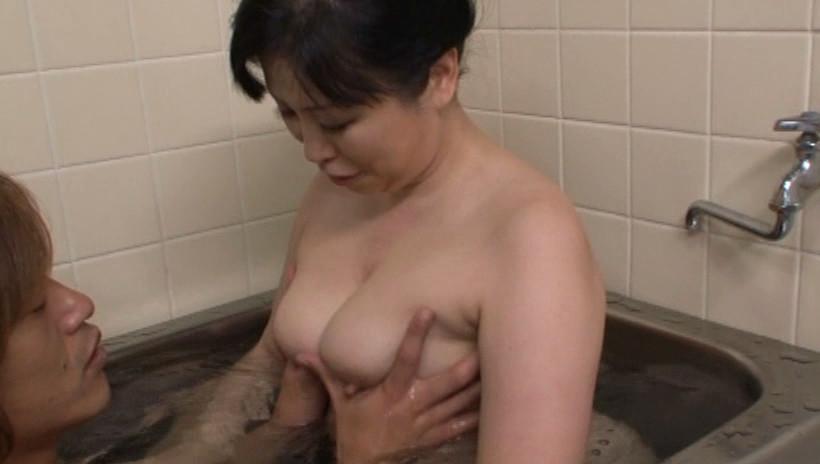 肝っ玉かあさん騎乗位ハメ狂い 岡田京子 四十五歳 画像18