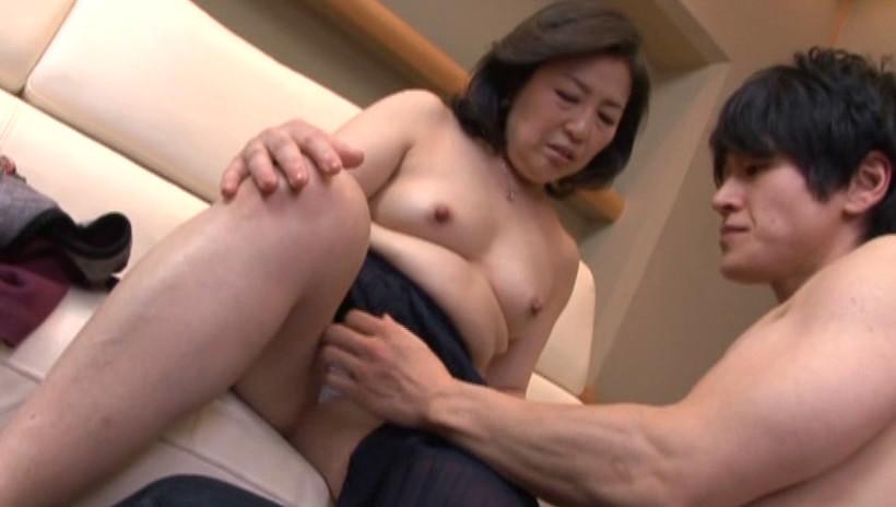 中出し近親相姦 母子熱愛 峰岸洋子 画像20