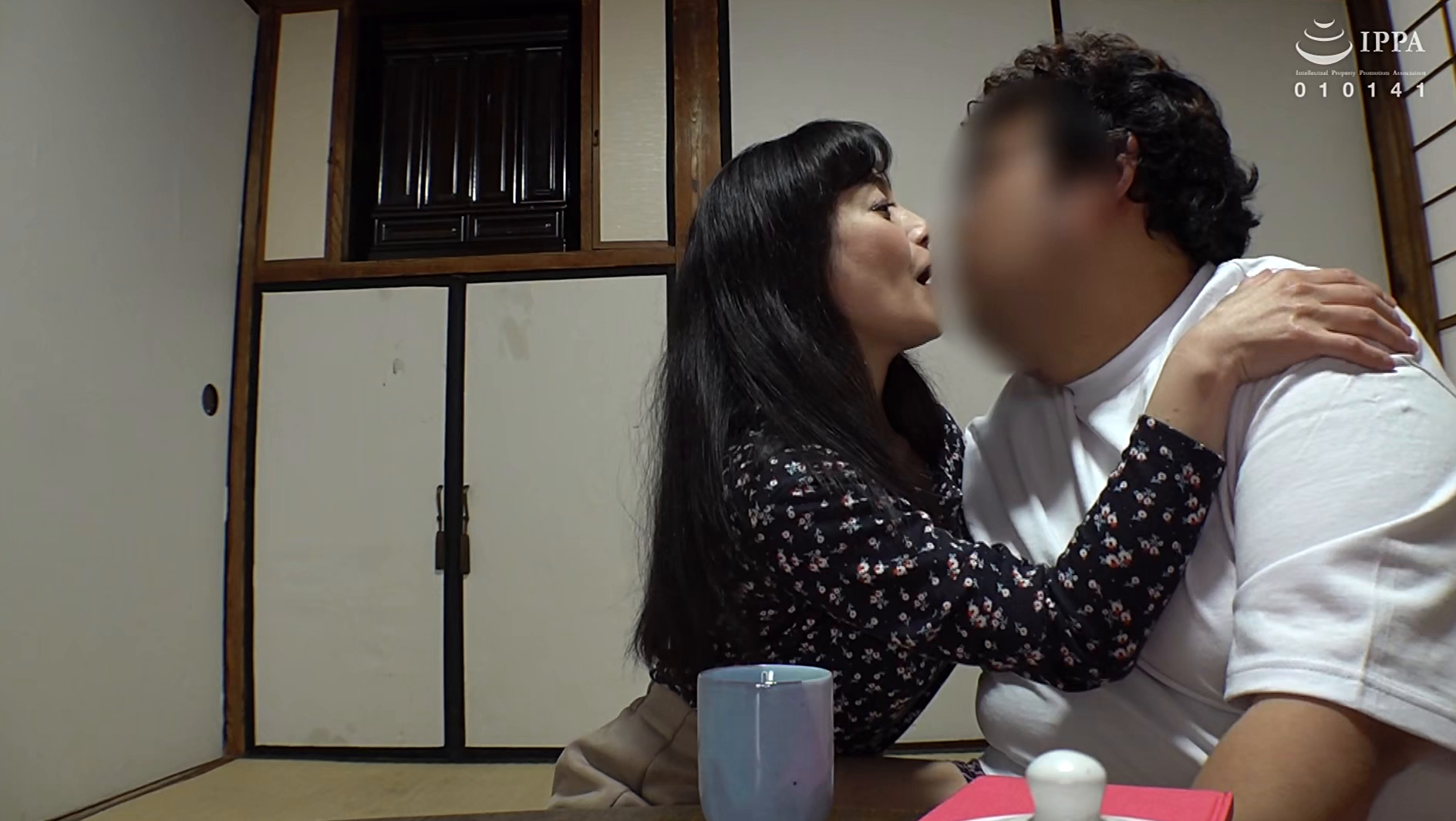 近親交姦 愛する息子をスワッピングして楽しむ2人の痴母,のサンプル画像1