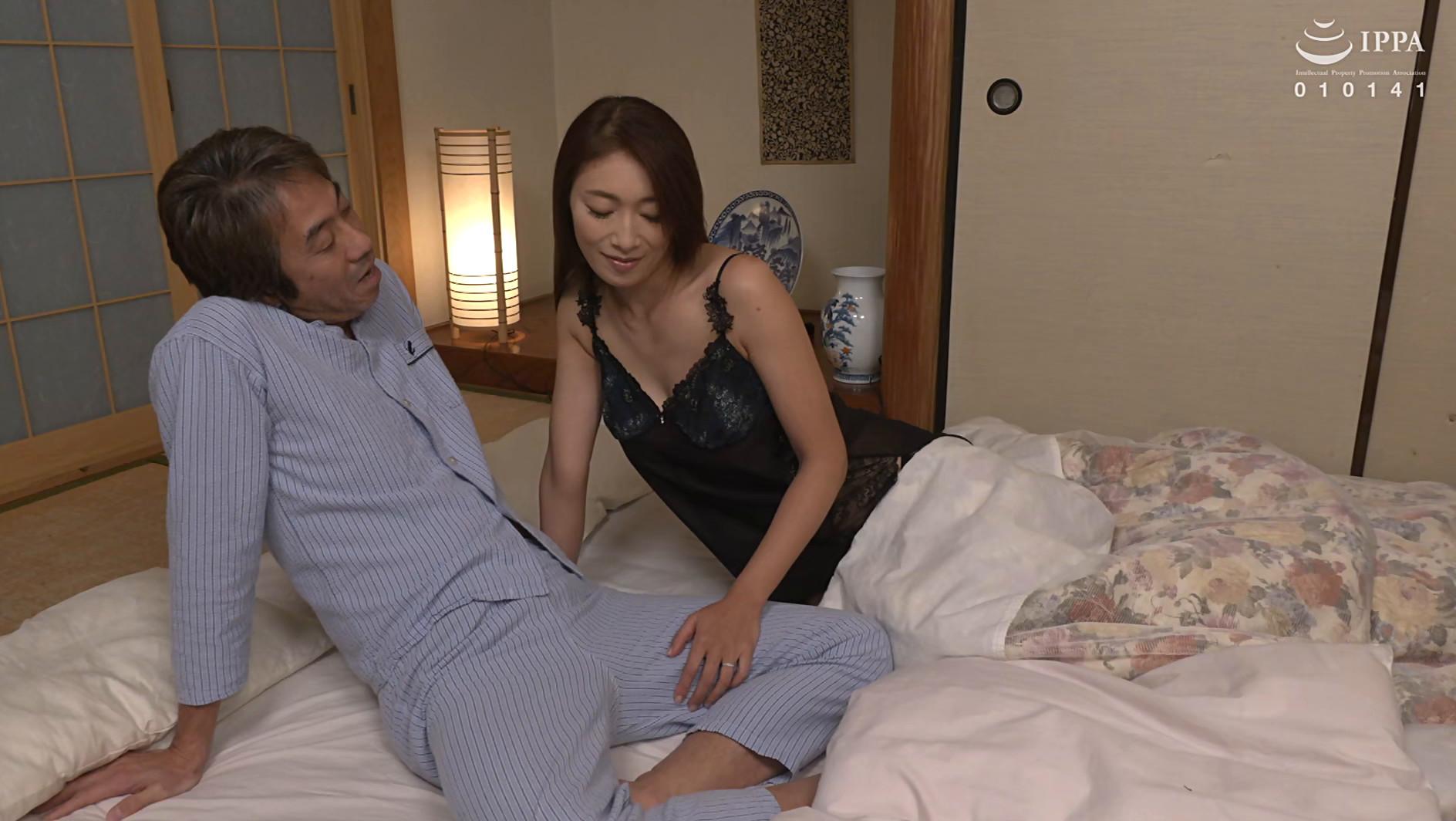 新しい母親の肉感ボディに我慢できずに中出ししてしまった 小早川怜子