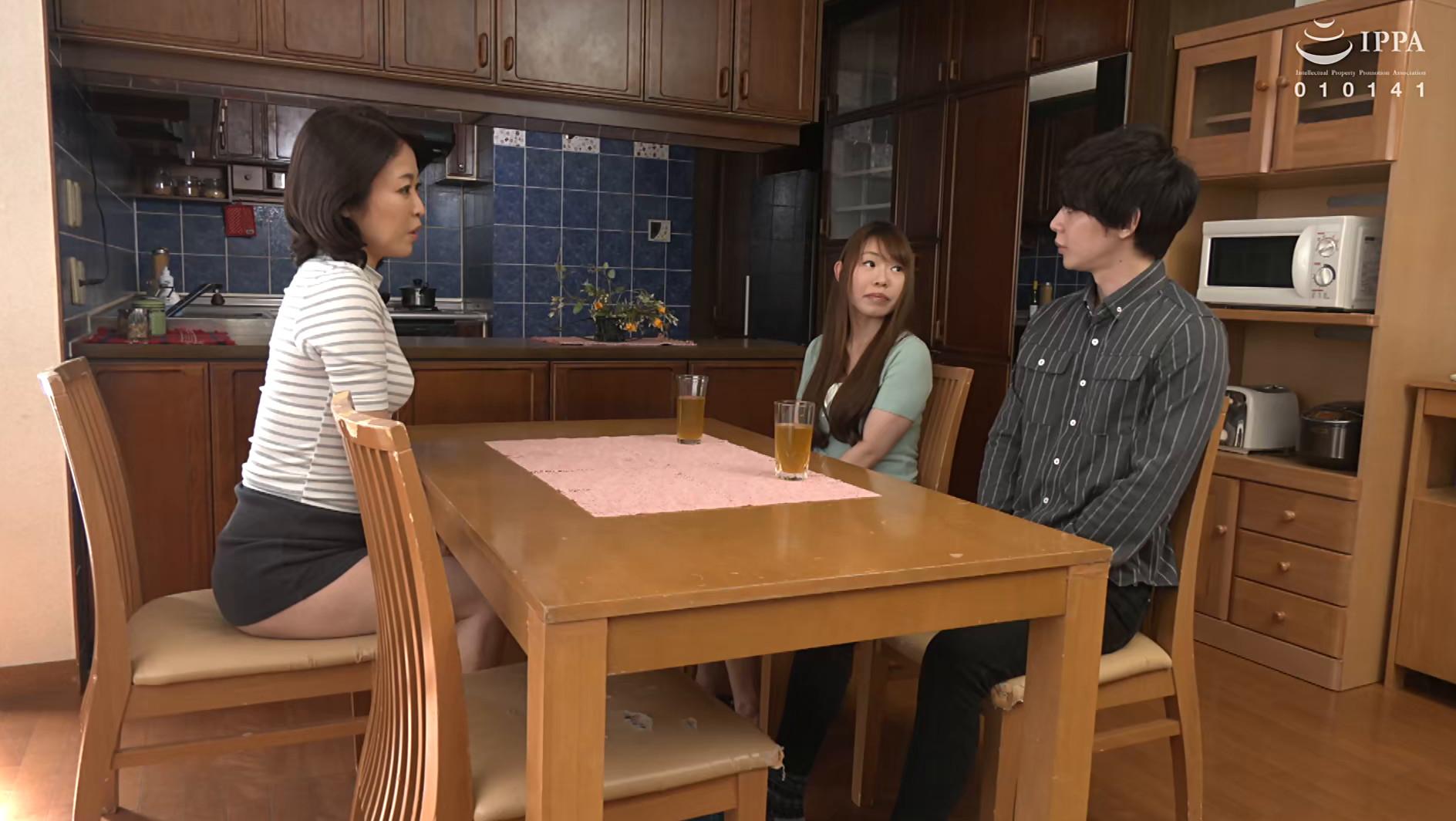 彼女の母親がエロ下着と中出しで彼氏を誘惑しはじめた 青山涼香 四十六歳 画像1