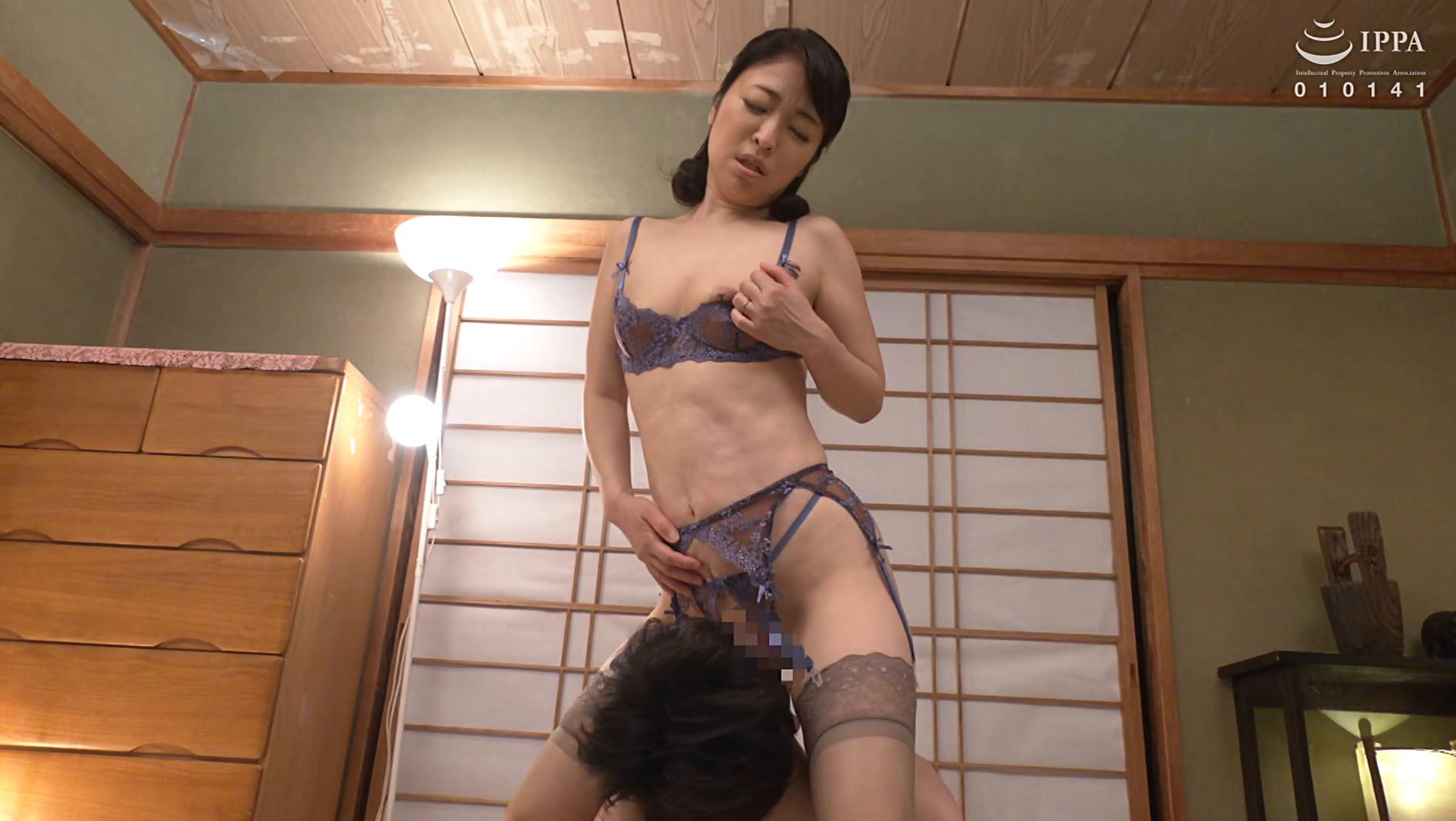 彼女の母親がエロ下着と中出しで彼氏を誘惑しはじめた 青山涼香 四十六歳 画像9
