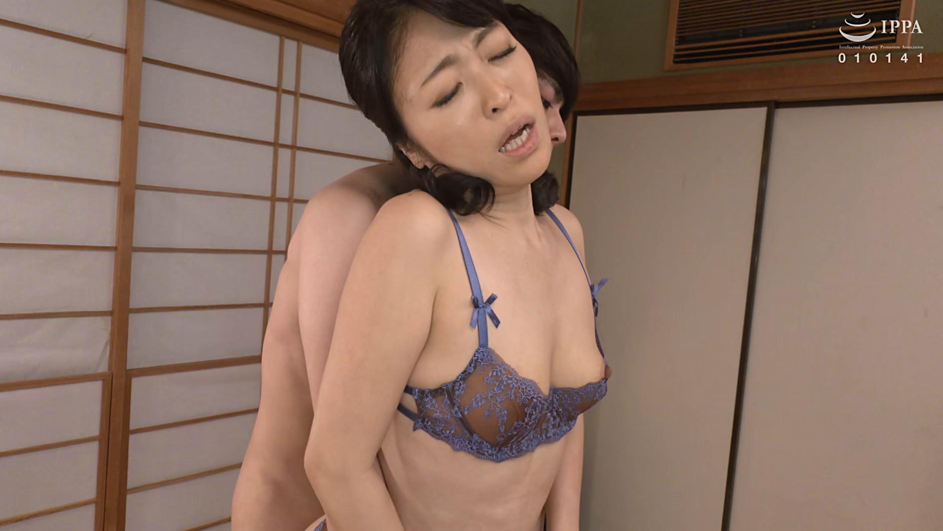 彼女の母親がエロ下着と中出しで彼氏を誘惑しはじめた 青山涼香 四十六歳 画像13