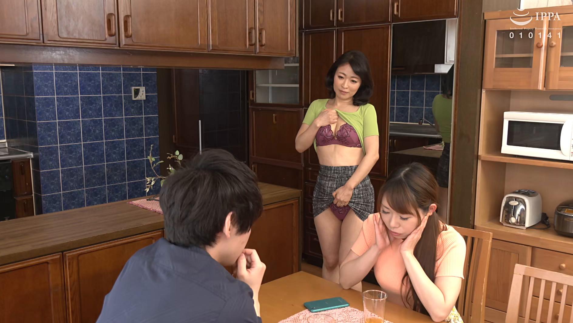 彼女の母親がエロ下着と中出しで彼氏を誘惑しはじめた 青山涼香 四十六歳 画像17