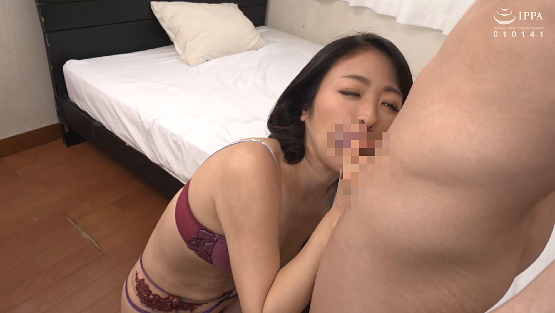 彼女の母親がエロ下着と中出しで彼氏を誘惑しはじめた 青山涼香 四十六歳 画像20