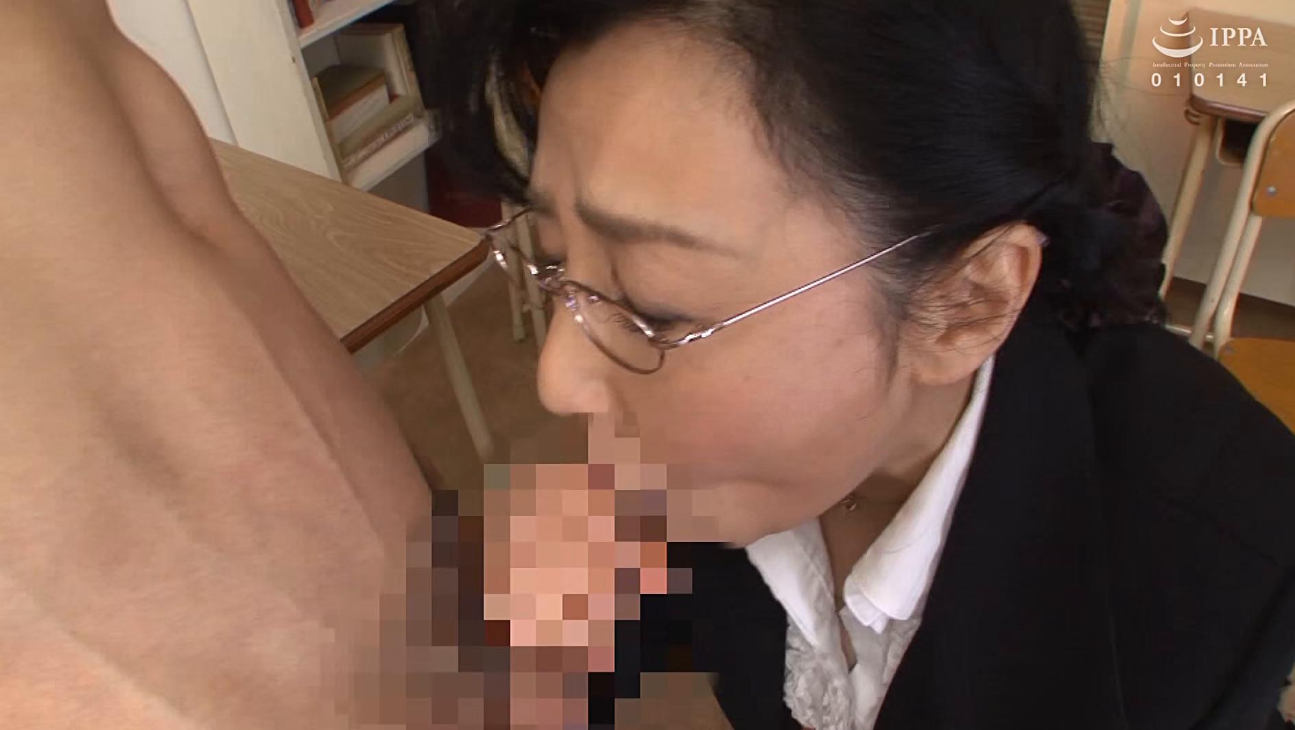 校内で1発!!学業のストレスを熟女教師の口内発射フェラですっきり解消!! 30人4時間