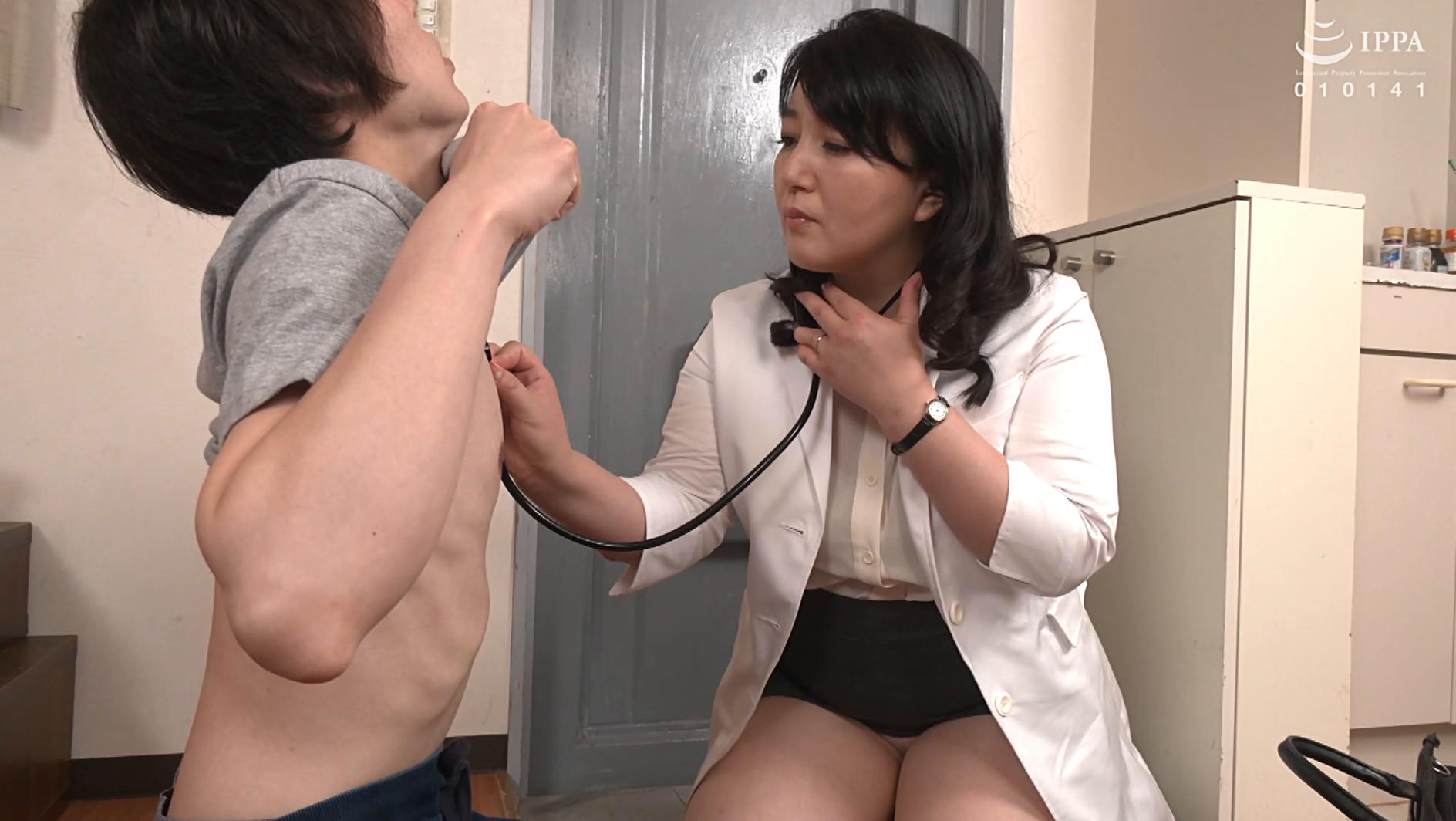 熟れた女医さんがデカチンを弄ぶドスケベ勃起検診 美園ひとみ 五十歳,のサンプル画像1