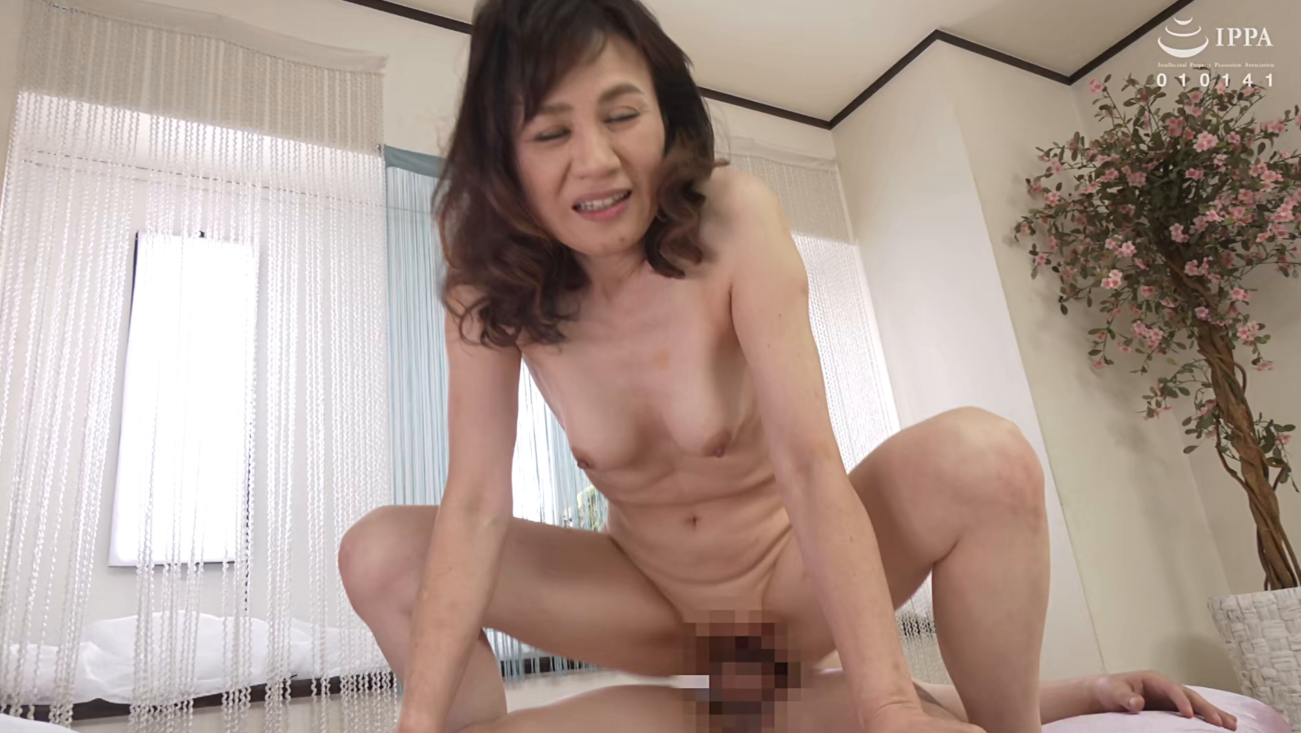 初撮り五十路妻ドキュメント 岡崎智江 五十五歳 画像14