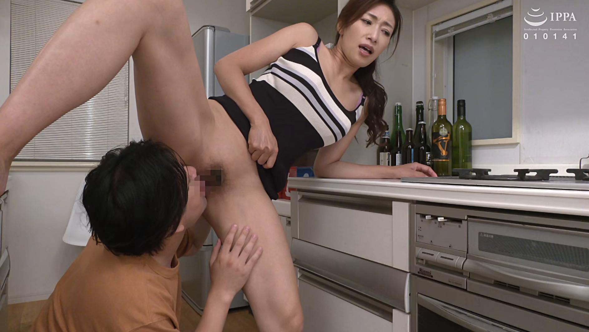 偶然見てしまったおばさんの裸体が目に焼き付いて・・・あの日からおばさんが服を着ていても全裸に見えてしまう僕 小早川怜子 画像19