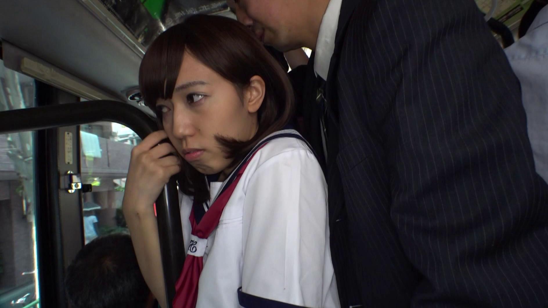 皆様に是非ヌいて欲しい女子高生が偶然撮影出来たので急遽発売!!「女子高生とグルになりクラスで一番かわいい子を満員バスに呼び出させて乗客全員でヤる」 VOL.111