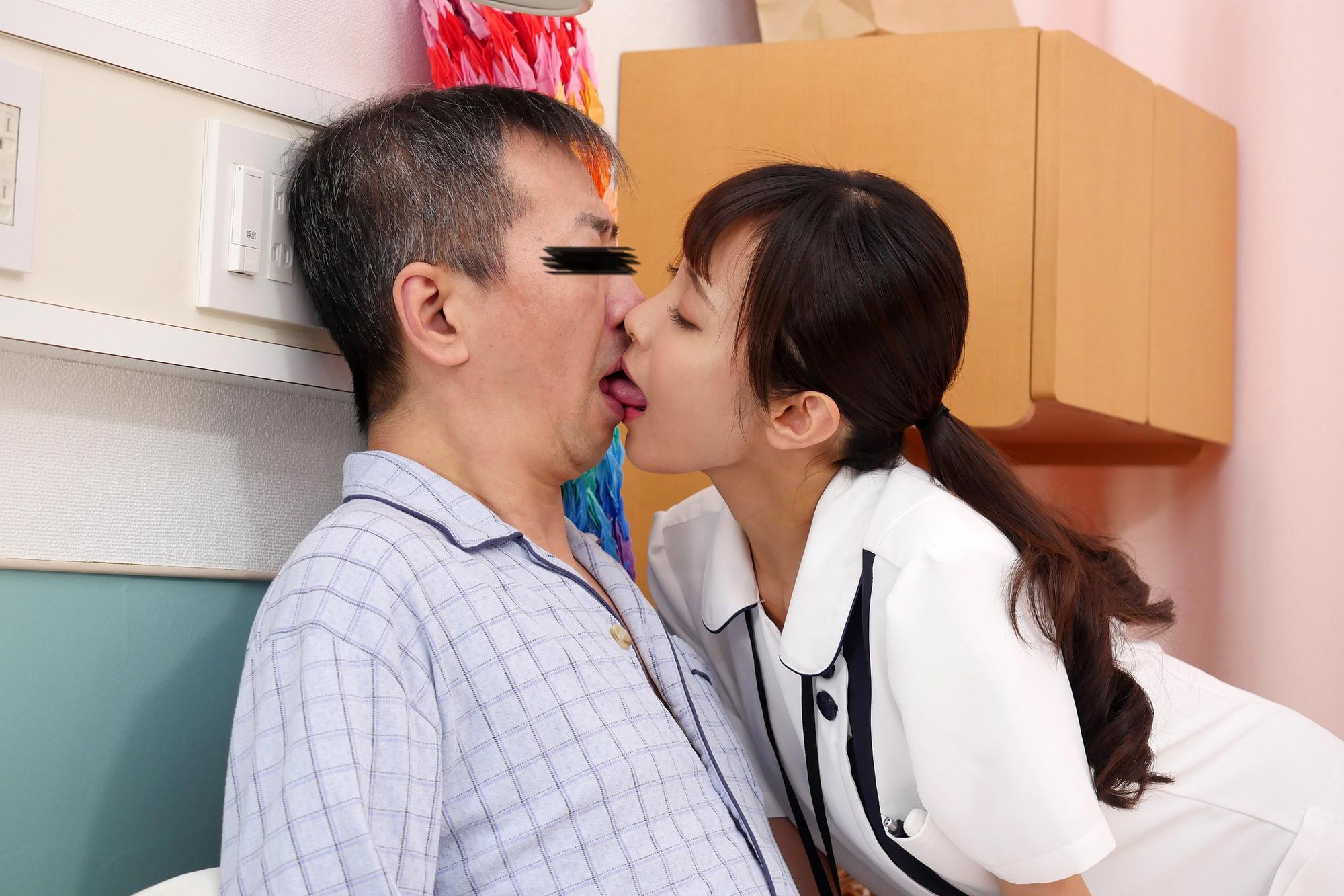 お願いされたら断れない!献身的なパイズリ狭射で性処理してくれるHカップ看護師 逢見さん