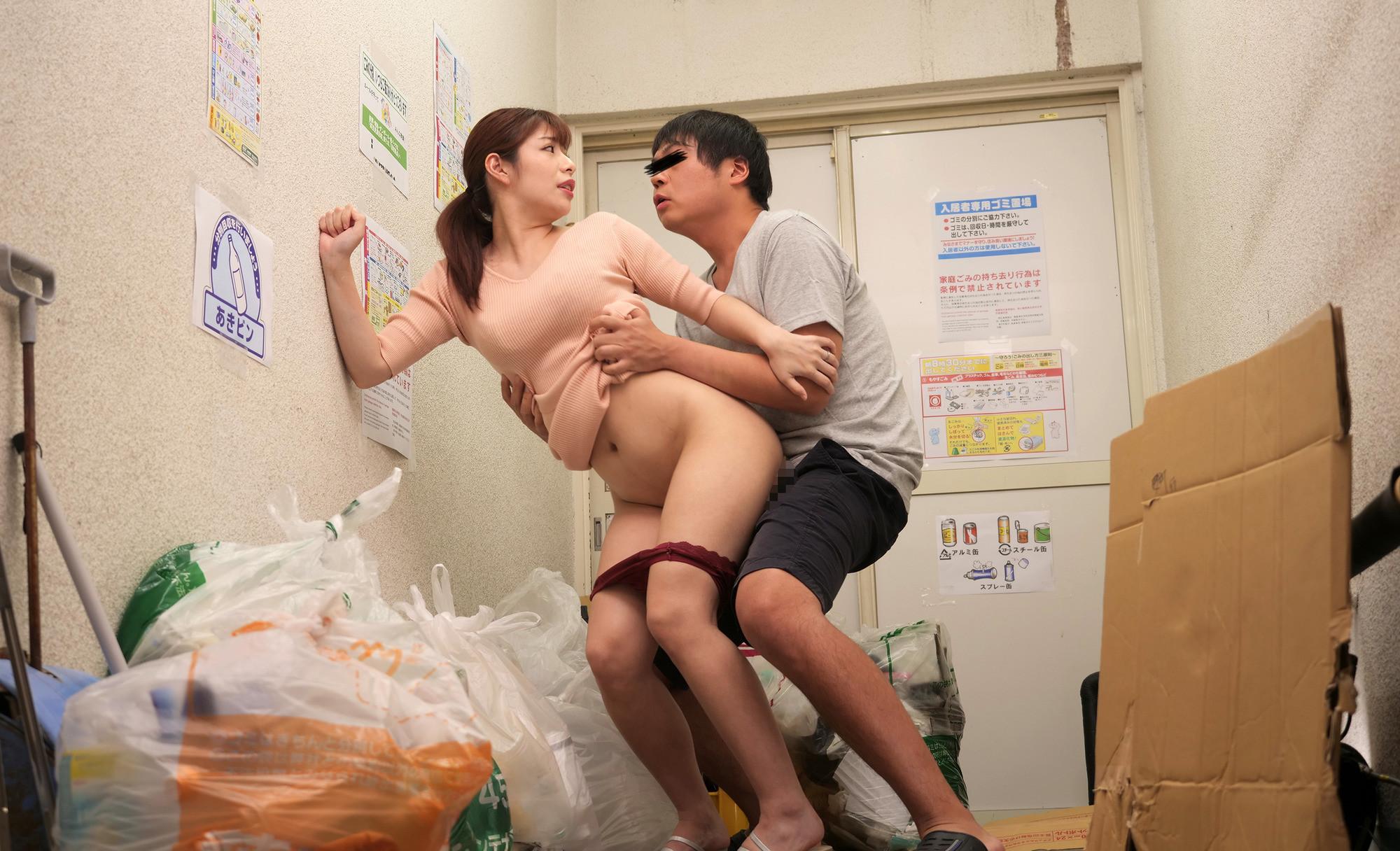 奥さん誘ってる!?タイトワンピの透け尻が挑発していると勘違いして即ハメ!怒られると思ったら自宅に誘ってきたセックスレス妻 つかささん(33歳)ヒップ94センチ