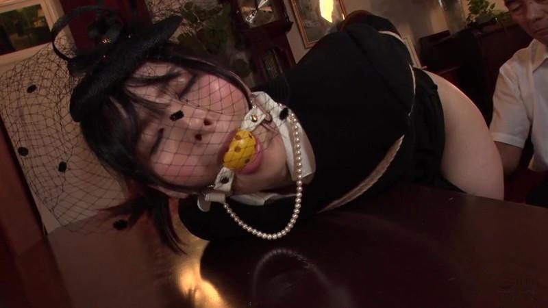 喪服股縄隷嬢 年若い未亡人と担当編集者 豊中アリス 画像10
