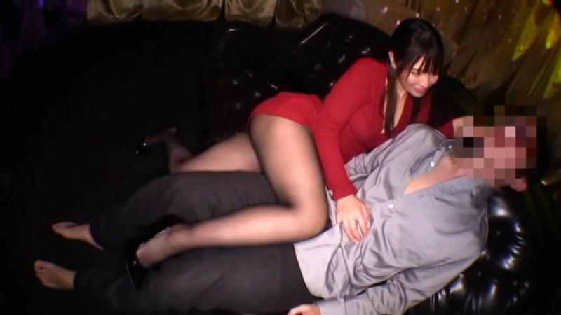密着しながら淫語で誘惑する痴女お姉さん 新村あかり 画像10